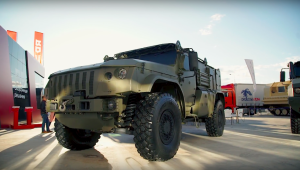 "VIDEO: Simplified ""Typhoon-VDV"" Rover, Selfprop AT Missile System and ""Linza"" Medevac Armored Car at Army-2018 Forum"